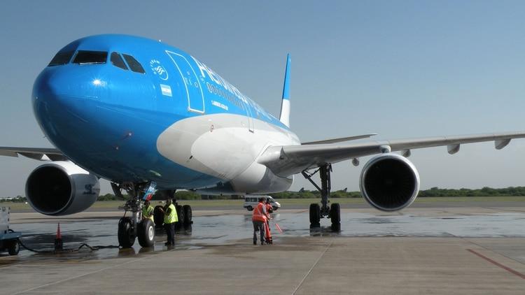 La carga (unos 25 mil kilos de materiales sanitarios) será transportada en el Airbus 330-200 de Aerolíneas Argentinas que partirá este miércoles desde Ezeiza.