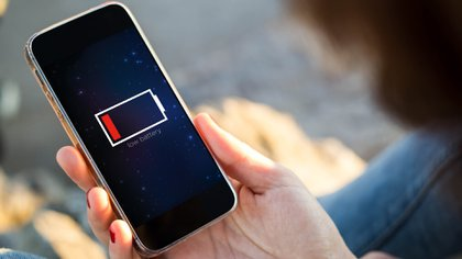 Las pilas de los celulares son uno de los elementos que más problemas dan a los usuarios, aquí mostramos algunos consejos para cuidarlas de mejor forma. (Foto: Shutterstock)