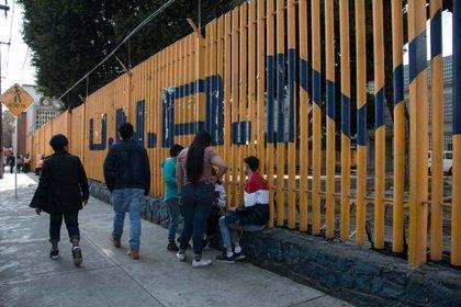 Las instalaciones de la ENP 9 de la UNAM fueron tomadas nuevamente por un grupo de personas encapuchadas (Foto: Andrea Murcia/Cuartoscuro)