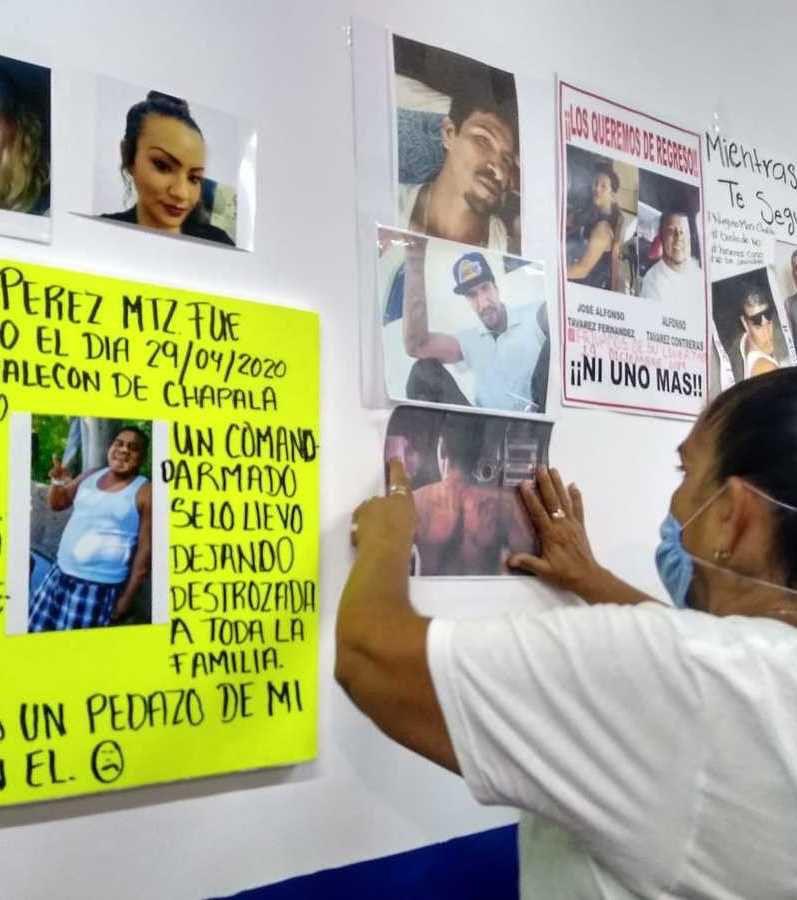 Una familiar de un hombre desaparecido en Chapala (Foto: Twitter/martinr27745115)