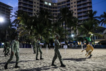 Within the first day of the operation, different celebrations that took place on some beaches of the port were dispersed (Photo: EFE)