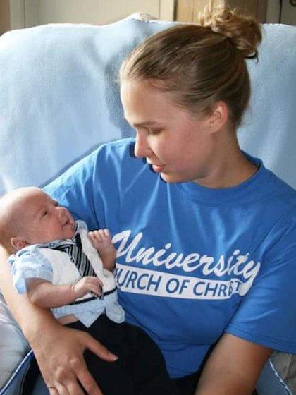Brooke con Walker, poco después de su nacimiento, el 6 de marzo de 2007