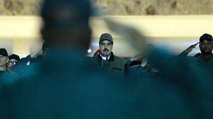 Nicolás Maduro, rodeado de militares (@PrensaFANB)