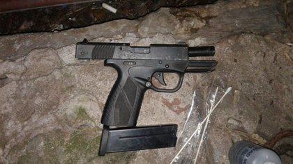 Una de las armas que le encontraron al sospechoso