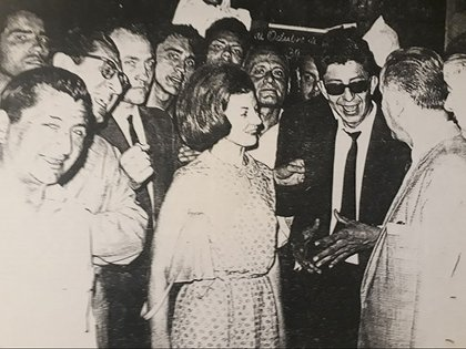 En octubre de 1965, María Estela Martínez de Perón, acompañada por una pequeña comitiva, inició una gira por la Argentina en representación de su marido