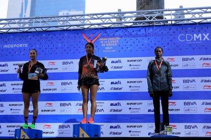 La anfitriona Mayra Sánchez Vidal se llevó la media maratón este domingo (Foto: Instituto del Deporte de la Ciudad de México)