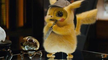 Pikachu, con sombrero de detective (aunque no preguntes cómo se queda sobre su cabeza) (Foto: Warner Bros)