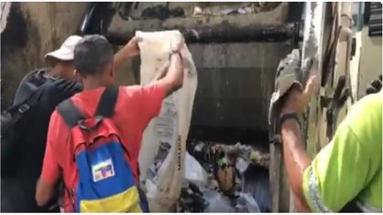 Los jóvenes pudieron rescatar de la basura cáscaras de huevo y migajas de pan (Captura de pantalla)