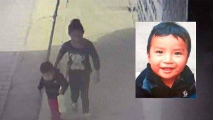 Imagen de la cámara de seguridad del Merposur, que muestra el momento en que sacaron a Dylan del mercado ubicado en San Cristóbal de las Casas, Chiapas