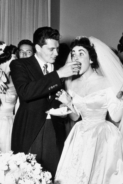 1950. El casamiento de Conrad Hilton y la actriz Elizabeth Taylor (Shutterstock)