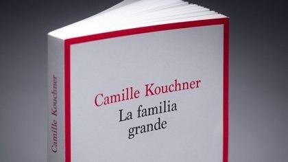 """El libro """"La familia grande"""", de Camille Kouchner, desató una ola de denuncias de incesto y agresiones sexuales intrafamiliares en Francia (JOEL SAGET / AFP)"""