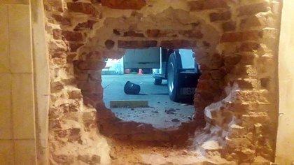 Adentro: el boquete desde la casa de Algañarás.