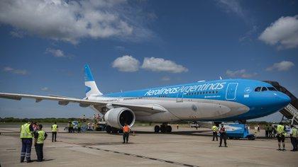 Los aviones de Aerolíneas Argentinas son los encargados de traer las vacunas