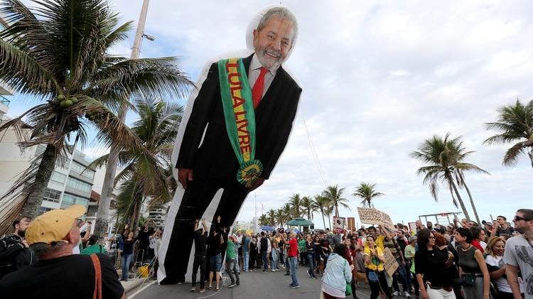 En una marcha por los incendios en el Amazonas también se pidió por la liberación de Lula en Río de Janeiro el 25 agosto de 2019. (REUTERS/Sergio Moraes)