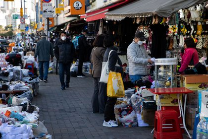 Shoppers wearing protective masks browse stalls at the Dongdaemun market in Seoul, South Korea, on Nov. 28.
