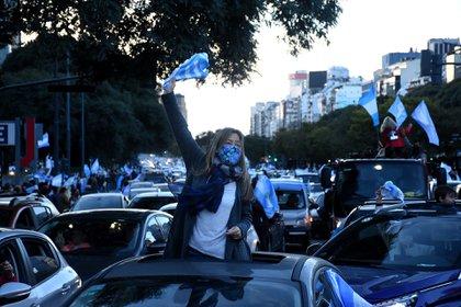 La marcha del 9 de julio en el Obelisco (Nicolás Stulberg)