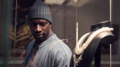 """Omar Sy como Assane Diop en una escena de """"Lupin"""" la serie de Netflix"""