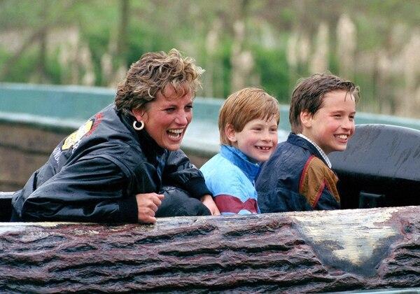 la princesa de Gales junto a sus dos hijos