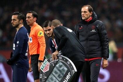 A Mauro Icardi no le gustó ser suplente en partidos clave del PSG, por lo que estudia alejarse del conjunto francés (REUTERS/Benoit Tessier)