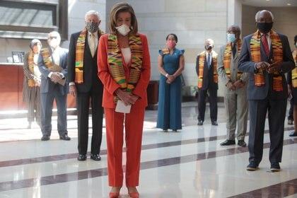 Líderes demócratas guardan silencio en memoria de las víctimas del abuso policial (Reuters)