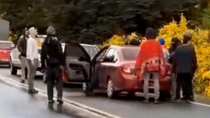 Las imágenes del ataque de un grupo de mapuches a un vecino de Villa Mascardi