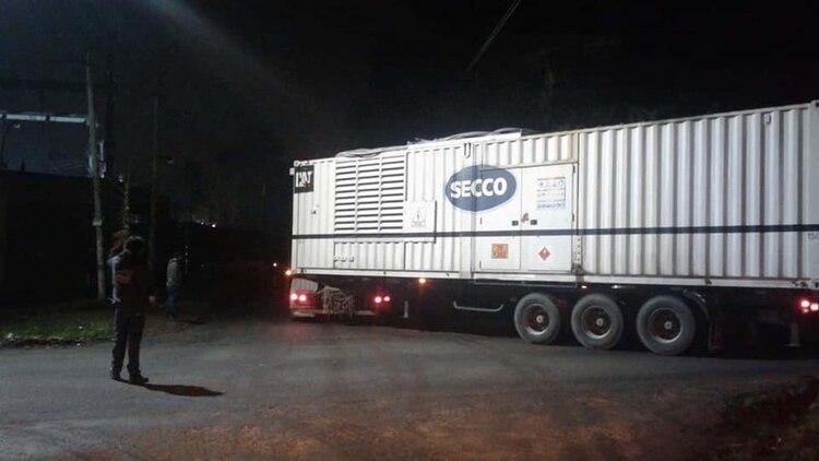 La empresa trajo 35 generadores de una empresa de Rosario (foto: @EDELAP__Oficial)