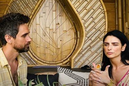 La cercanía entre Jesh de Rox y Aislinn Derbez ha generado especulaciones de romance. Él apareció en julio en el podcast de la actriz (Captura YouTube-Aislinn Derbez)