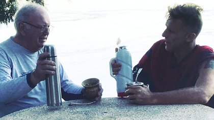 Alejandro tenía in excelente vínculo con su padre, les gustaba mucho salir a pescar y compartir asados con amigos