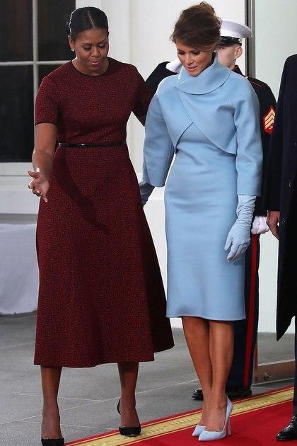 Para la asunción del Donald Trump, la primera dama Melania Trump optó por un conjunto de dos piezas en celeste empolvado de la firma Ralph Lauren (Mark Wilson/Getty Images)