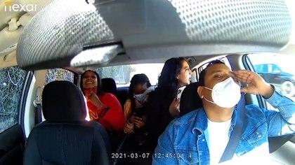 Malaysia King y Arna Kimiai son acusadas de agredir al conductor de Uber Subhakar Khadka, a quien gritaron y tosieron por pedirles que usaran correctamente la mascarilla.