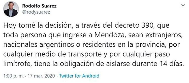 Rodolfo Suárez cuando comunicó el cierre de las fronteras de su provincia