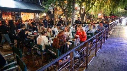 La Unión del Comercio, la Industria y la Producción de Mar del Plata pidió no limitar la actividad gastronómica para evitar un impacto en el sector. (Creditos: Christian Heit)