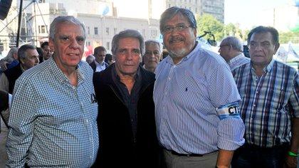 Apoyo piquetero al acto de la CGT: en 2018, los sindicalistas José Luis Lingeri y Carlos Acuña y Fernando Navarro, del Movimiento Evita