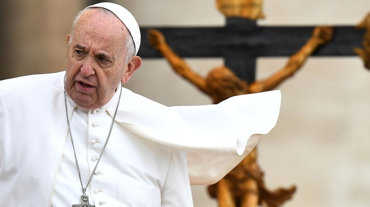 El papa Francisco, desde el Vaticano, agradeció a México por recibir a los migrantes sudamericanos (Photo by Vincenzo PINTO / AFP)