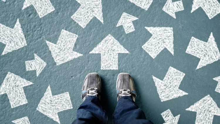 El concepto llamado parálisis de análisis consiste en pensar en posibles consecuencias que pueden no suceder, pero simplemente preocuparse por ciertos resultados que pueden paralizarnos o congelarnos (Shutterstock)