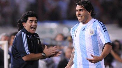Diego Maradona y Carlos Tevez con los colores de la selección argentina (Foto Baires)