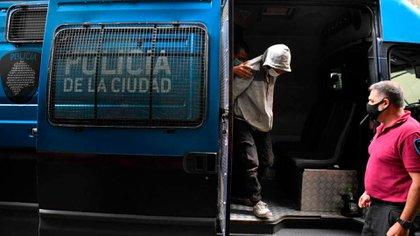 Savanz tras ser detenido, en un traslado a cargo de la Policía de la Ciudad
