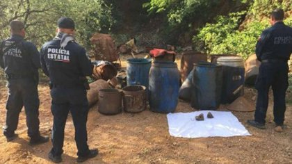 """Parte el material hallado en una mina en Sonora, el 26 de agosto, para la elaboración de """"crystal"""""""