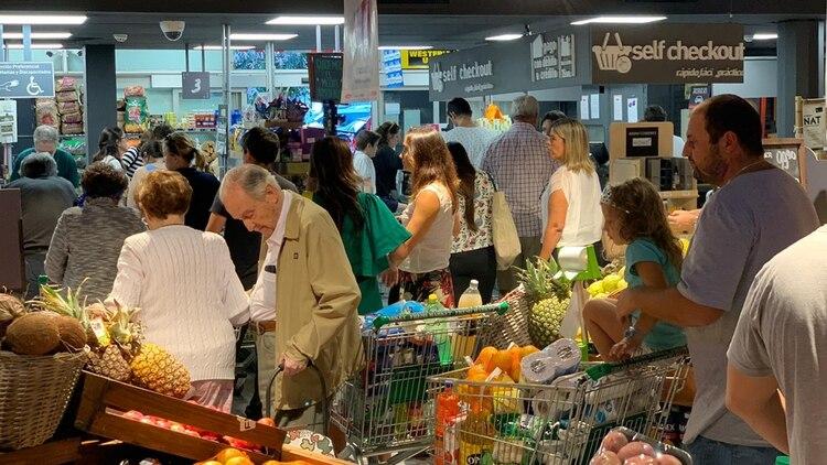 La confirmación de 4 casos de coronavirus en Uruguay empujó a muchos ciudadanos a los supermercados por temor al anuncio de una cuarentena