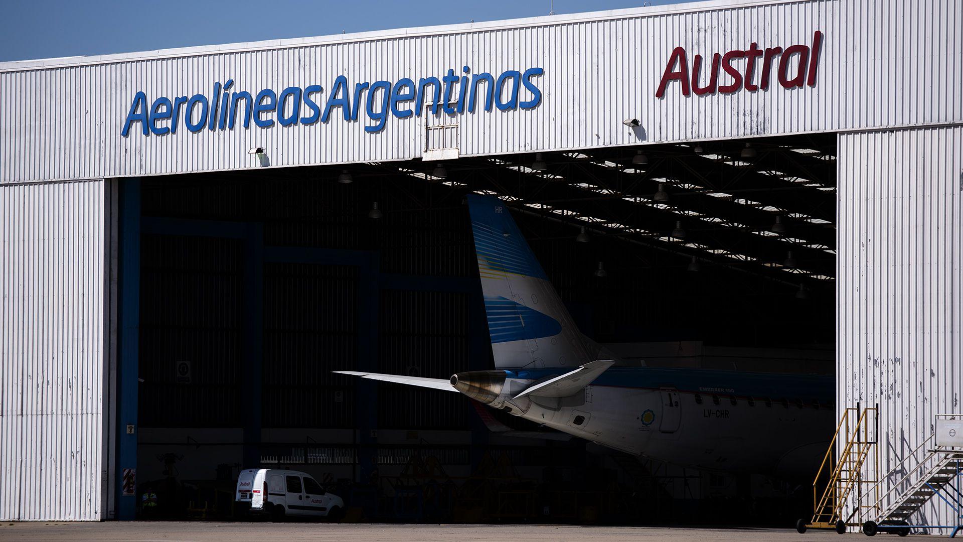 El anuncio de la fusión de Aerolíneas y Austral puso en alerta a los sindicatos