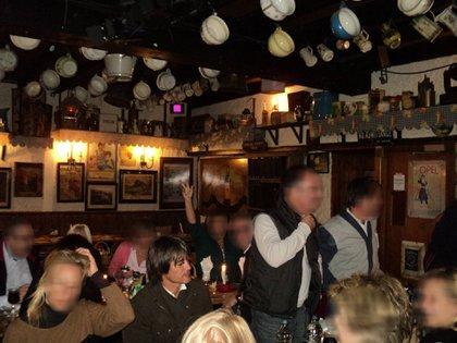 Blaksley y sus colaboradores en un antiguo pub en Dublin.