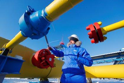 Las obras movilizaron a unas 10.000 personas durante más de cinco años, trabajando en regiones donde las temperatura puede caer hasta los -50 °C (Reuters)