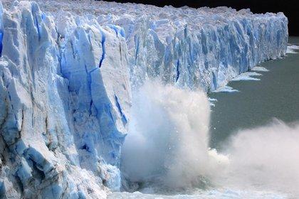Rodeado de cumbres nevadas y bosques de lengas y ñires, estos hielos cubren unos 195 km2, es decir, más de la superficie de la Capital Federal, que se encuentra a una gran distancia de 2.800 km (Sebastián Lescano)