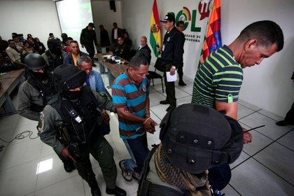 Un grupo de venezolanos fue detenido en Bolivia; las autoridades denunciaron que estaban armados (REUTERS/Manuel Claure)