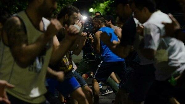 Clase abierta de box en La Cultura del Barrio en pleno operativo