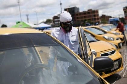 En Colombia, todos los conductores, por ley, deben usar tapabocas al interior de los vehículos. REUTERS/Luisa Gonzalez
