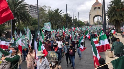 "The National Anti-AMLO Front called on citizens to start a ""national economic strike"" and to demand the resignation of López Obrador (Photo: Twitter @ SoyLaMadraza)"