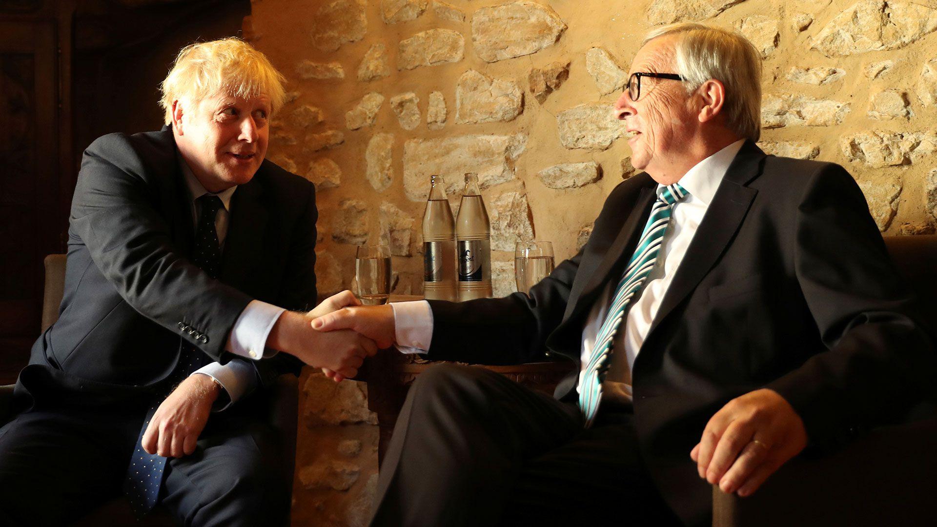 Boris Johnson y Jean-Claude Juncker (Reuters)