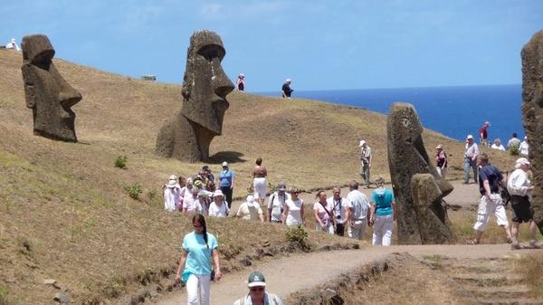 La Isla de Pascua es uno de los destinos turísticos más conocidos del país austral y fue declarada Patrimonio de la Humanidad en 1995