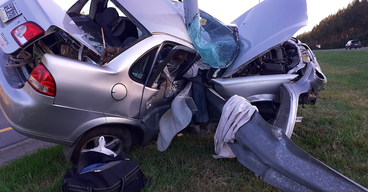 Brutal traffic accident on route 2: a car collided with a column of light